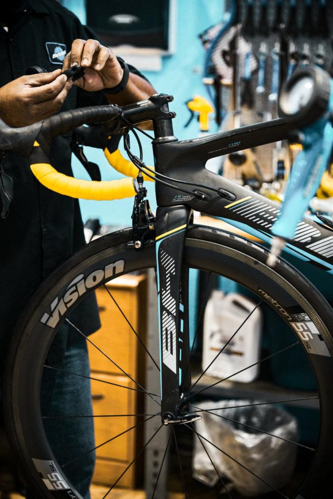 Fahrrad reparieren nach Fahrradtransport im Flugzeug